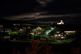 Vík pilsētiņa naktī